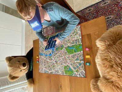 Stadt: Wangen im Allgäu  Name: Franz Schlosser  Die Bären beim Scotland Yard spielen