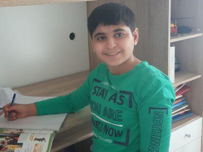 Wilhelmshaven  Neues Gymnasium Wilhelmshaven  Ich bin 12 Jahre alt.Ich heiße Maher Al Mahameed Das bin ich am Englisch Hausaufgaben machen.  Damit ich gute Noten bekomme und damit ich bis zum Abitur schaffe.