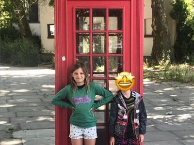 Falkensee, Geschwister-Scholl-Grundschule  That's me together with my brother Anton in front of a typical London phone booth. The picture was taken just a few days before I spent 2 weeks in an English language camp in Osmington Bay. I was having a great time there!!!! Emma