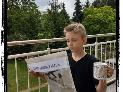 "Stadt: Duisburg Schulname: Max-Planck-Gymnasium  Kommentar: ""Tea time with an interesting newspaper"" :)"