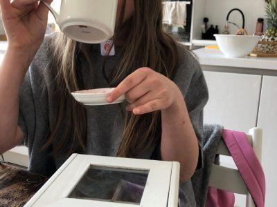 Mönchengladbach, Bischöfliche Marienschule.  It's tea time!