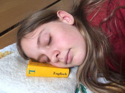 Schickhardt Gymnasium in Herrenberg Ich hab so viel gelernt und mach jetzt mal ein Nickerchen. :):):):) Weckt mich erst auf ,wenn ich ausgesclafen bin...