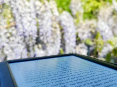 Meerbusch,Städtisches Meerbusch-Gymnasium:Reading Jack London's Novels in the garden during COVID-19 lockdown with my E-Reader