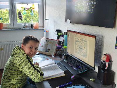 KSF - Kopernikusschule Freigericht Somborn Hallo ich bin Felix G6b auf der KSF. Ich sitze gerade am Homeoffice an English. Meine Aufgaben erarbeite ich mit Powerpoint und WORD. Meine Aufgaben für diese Woche habe ich gerade fertig gestellt. Liebe Grüße Felix Fiebig G6b
