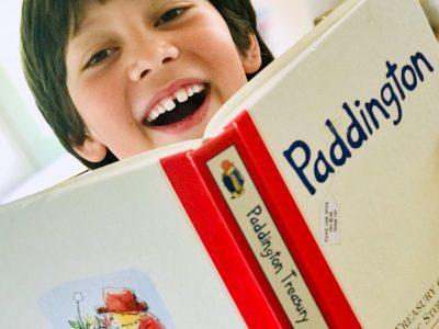 """Neuburg an der Donau, Descartes-Gymnasium  Wir lieben es die Geschichten von Paddington Bear zu lesen. """"Paddington! A funny bear"""""""
