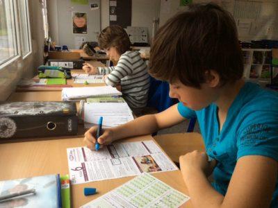 Hoch konzentriert an der Friedrich-Wilhelm-Raiffeisen-Schule in Wetzlar
