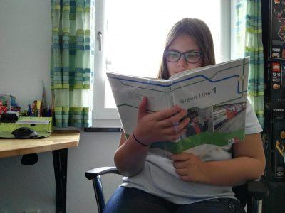 Hallo, ich bin Julia Freilinger aus Neuburg. Der Test war sehr toll und hat viel Spaß gemacht. Da lese ich doch gleich noch eine Geschichte in meinem Englischbuch drauf.  Grüße  Eure Julia
