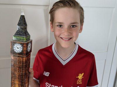 LAMPERTHEIM, LESSING GYMNASIUM Big Ben als 3-D-Puzzle in den Händen eines Liverpool Fans