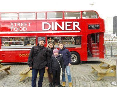 Haldensleben, Professor-Friedrich-Förster-Gymnasium In Liverpool vor einem leckeren Streetfoodbus mit meiner Familie ;)