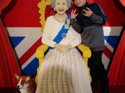 "Köln, Lessing-Gymnasium  ""Meet the Queen at Hamleys"""