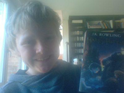 BIELEFELD/RATSGYMNASIUM/Dies ist die englische Ausgabe von Harry Potter, der auch in England erfunden wurde (nämlich von der Autorin J.K.Rowling).