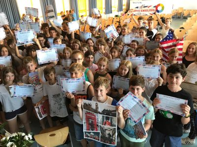Dieburg, Goetheschule - Preisverleihung mit allen 5 Klassen, die teilgenommen haben.