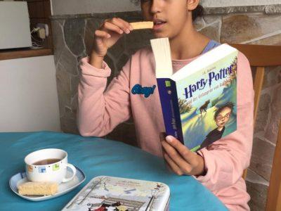 Neufahrn Oskar Maria Graf Gymnasium My perfect breakfast: Harry Potter, shortbread and English tea :-)