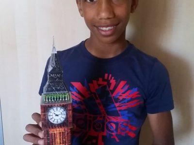 Stadt: Hürth Name der Schule: Gesamtschule Hürth Kommentar: Ich bin das auf dem Bild mit dem Big Ben in meiner Hand.