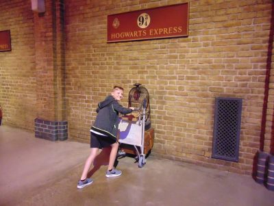 William Finnie in London - visiting the Harry Potter Exhibition and the Hogwarts Express Bremerhaven, Paula-Modersohn-Schule