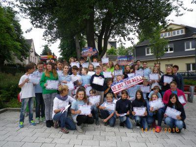 """Die Schüler und Schülerinnen der Oberschule """" K.Peters"""" in Zwönitz waren auch dabei und freuten sich über ihre Erfolge. Stolz nahmen sie ihre Urkunden in Empfang."""