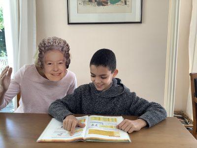 Ich wohne in der Stadt Königstein. Königstein Taunusgymnasium ist meine Schule. Das Bild soll bedeuten ,das die Königin von England gibt ,und mich zwingt englisch zu lernen. Ist ein kleiner Scherz. HA ha ha ha ha ha ha ha ha ha ha ha ha ha ha ha ha ha ha !!!!!!!!!!!!!!!!1