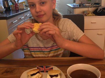 Soest ,Conrad von Soest Gymnasium ,Mia Hannß 6d  Leckere Scones mit Tee verbinde ich mit England