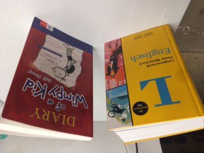 Stadt: Frechen Name der Schule: Gymnasium Frechen 2 Bücher: 1. Diary of a wimpy Kid 2. Wörterbuch Englisch Langenscheidt