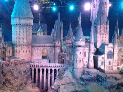 Delmenhorst,Max-Planck-Gy,mnasium ////Ich verbinde dieses bild mit English,weil es das Schloss Hogwarts ist aus Harry Potter dieses Foto ist entstanden als ich mit meiner Mutter in den Waner Brothers Studios war von Harry Potter. Das war in England und es war ein sehr schöner Ausflug. Ich verbinde Harry Potter mit Englisch/England, deswegen habe ich das Foto ausgesucht.