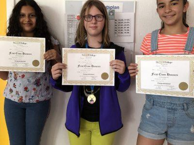 Berlin Nahariya Grundschule. Die drei großen Gewinner unserer Schule! Thanks for sharing!