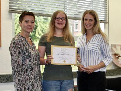 Realschule Hohenhameln - wir gratulieren unserer Neuntklässlerin Alina Gahre zum 1. Platz in Niedersachsen.