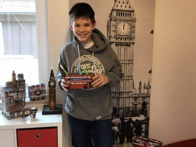 Stuttgart, Eschbach-Gymnasium. Das bin ich in meinem Londonzimmer. Ich bin ein großer Harry Potter Fan.