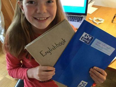 Gymnasium Bad Waldsee  Mein Englischbuch und mein Englischheft sind hilfreiche Begleiter im Englischunterricht.