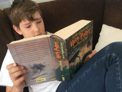 Miltenberg Johannes-Butzbach-Gymnasium Ich habe in der Corona-Zeit alle Bücher von Harry Potter gelesen. Wenn ich wieder einmal reisen darf, möchte ich die Studios besuchen, in denen der Film gedreht wurde. Dafür könnte ich die Kamera sehr gut gebrauchen.