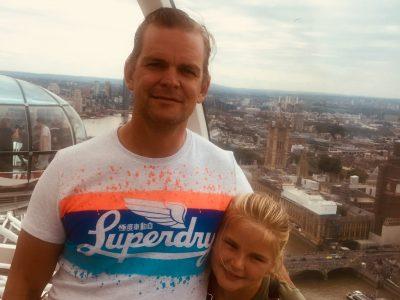 Bad Nauheim  St Lioba Johanna Decker Ich war zur Feldhockey Weltmeisterschaft mit meiner Familie in London. Wir waren beim London Eye und es hat mich so beeindruckt. Auf dem Foto sieht man mich und meinen Papa. Seit dem liebe ich alles wofür London berühmt ist. :-)