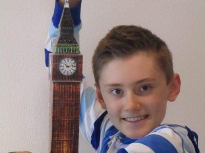 Christoph-Probst-Gymnasium, Gilching  Natürlich ist Big Ben, so wird der Turm wegen der großen Glocke genannt, viel größer. Offiziell heißt er übrigens Elisabeth Tower.