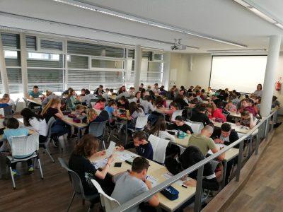 Neubrandenburg. Das andere Gymnasium e.V.  Alle Schüler hochkonzentriert und motiviert bei der Sache...