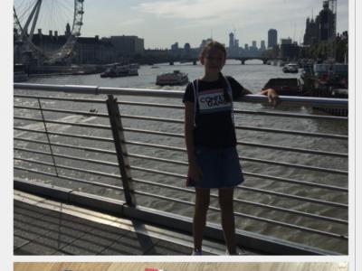 Hi, ich bin Victoria vom Hans-Leinberger-Gymnasium in Landshut. Letztes Jahr war ich mit meiner Familie in London. Ich mag London total gern, deswegen hab ich auch so viele Souvenirs (im unteren Bild) gekauft. Die Tower Bridge und das London Eye sind richtig cool. :-)