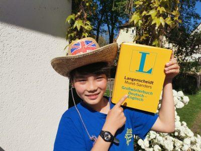Uffenheim Christian-von-Bomhardt Schule Ich lese jetzt Wörterbuch!!!