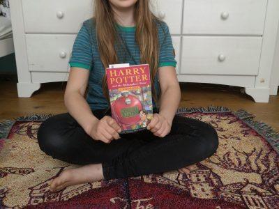 """Ich bin Carlotta und wohne in Dresden. Ich gehe auf das Gymnasium Klotzsche.Ich bin ein großer """"Harry Potter""""-Fan und versuche den 1.Band auf Englisch zu lesen."""