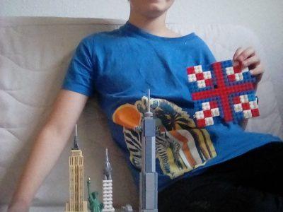 Hagen, Theodor -Heuss-Gymnasium  Ich habe die britische Flagge aus Lego nachgebaut. Dann sieht man noch ein Lego-Modell der Stadt New York und die Freiheitsstatue. Das sind Andenken an meine Reise in den letzten Herbstferien.