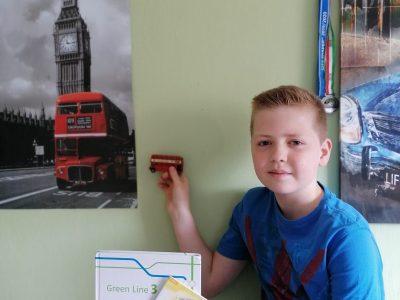 Herten, Städtisches Gymnasium Herten(StGH).  Ich habe mir sehr viel Mühe dafür gemacht und hoffe ich gewinne. Zu sehen sind auf dem Bild: Buch(Green Line 3), noch ein Buch das ich durch die Big Challange gewonnen habe(Harry at Hastings), eine Postkarte aus Dublin ein kleiner London Bus und ein Plakat mit einem London Bus wo man allerdings auch den Tower of London sieht.