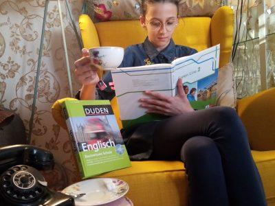 """Stadt Aschaffenburg, Maria Ward Schule Stella Marie De Simone , Klasse 6 a Gymnasium """" Nach dem vielen Stress beim Lernen eine Tasse Tee zur Entspannung!"""""""