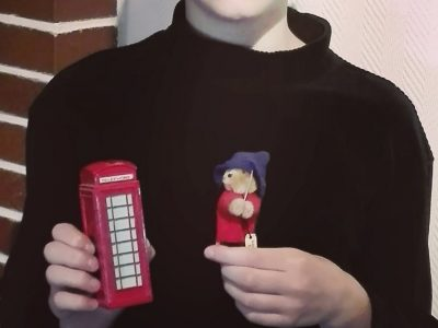 Peine Ratsgymnasium 6c  This is me with my English souvenirs.   Ilka