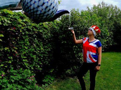 """Schule: Gesamtschule Nettetal Stadt: Nettetal mein Name: Nele Longerich Klasse: 8a #englishteatime  Tee, Anspielung auf die royal family durch eine Krone und """"Union Jack"""" T-shirt geht es Britischer?"""