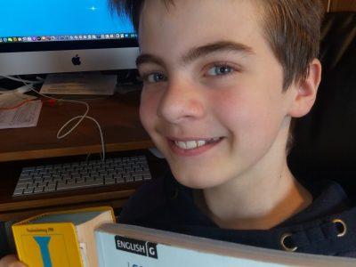 Ich bin Felix aus Neustadt an der Ostsee. Ich gehe ins Küstengymnasium.  Auf dem Foto habe ich gerade meine Big Challenge beendet - und so sehe ich auch aus...