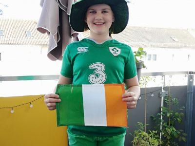 Ulm, Hans und Sophie Scholl Gymnasium  Ich wurde in Irland geboren.  Deshalb habe ich mich hier so angezogen wie am Saint Patrick´s day.