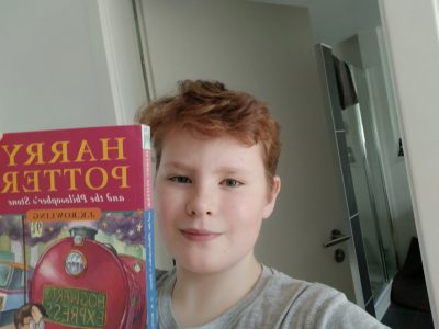 Nürnberg, Niklas Pohl, Hans-Sachs-Gymnasium   Ich habe HARRY POTTER AND THE PHILOSOPHER'S STONE ausgewählt, weil J.K.Rowling Engländerin ist und das Buch in England spielt.