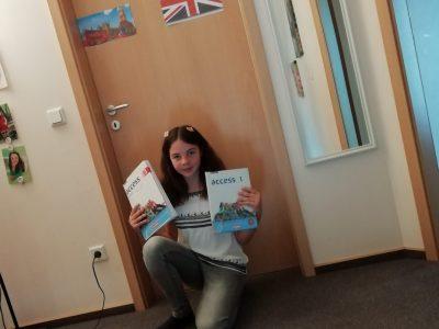 Schule: PGS in Dassel Vorname:Maja Nachname:Picht    Auf meiner selbst gemachten  Englandtür ist der Big Ben und Doppeldeckerbusse zu sehen natürlich auch eine Endlandflagge ich würde mich sehr freuen wenn ich gewinnen würde aber ich gönne es auch allen andern. LG Maja Picht