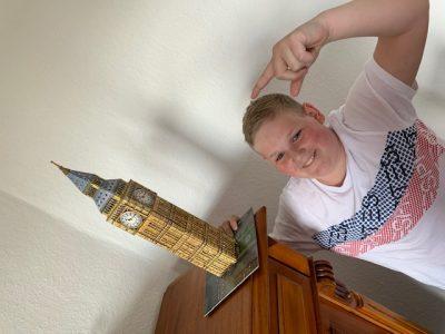 """23730 Neustadt in Holstein Küstengymnasium  Der """"Big Ben"""" bei mir (BEN Luka) im Wohnzimmer ;-)"""