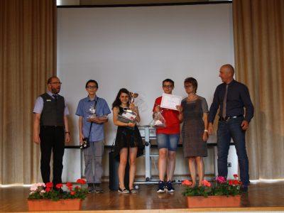 Görlitz, Oberschule Innenstadt Auszeichnung der Gewinner in den Klassen 7, 8 und 9. In der Mitte Emily Nitzsche, die den Pokal und Preise erhält für ihren 1.Platz in Deutschland. Alle Schüler und Lehrer der OSI waren sehr stolz über diesen Erfolg. Im vergangenen Jahr war Emily auf dem 2.Platz.