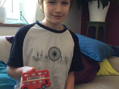 Filip, Bonn, Clara-Schumann-Gymnasium  T-Shirt und Bus hat mein Bruder aus London mitgebracht...