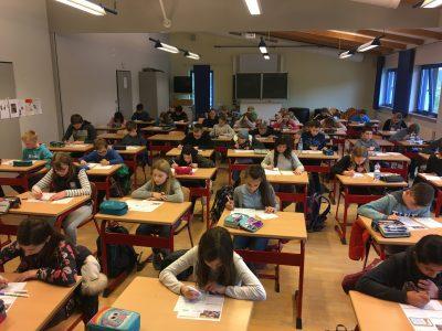 Englischlernen in der Freizeit – und Spaß dabei ! – Die meisten der 130 Teilnehmerinnen und Teilnehmer am Gymnasium Horn-Bad Meinberg hatten sich schon wochenlang mit der The Big Challenge APP auf den großen Tag vorbereitet