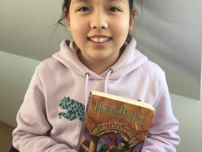 Ich habe dieses Foto ausgesucht, weil ich Harry Potter mag und das total cool finde. Dieses Buch war auch natürlich auf Englisch.