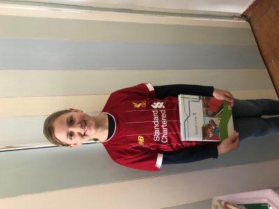 Meine Schule ist in Duisburg . Die Schule heißt St.Hildegardis- Gymnasium . Ich bin ein Fan von FC Liverpool .